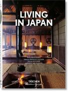 Ale Kerr, Alex Kerr, Kathy Arlyn Sokol, Reto Guntli, Angelik Taschen, Angelika Taschen - Living in Japan