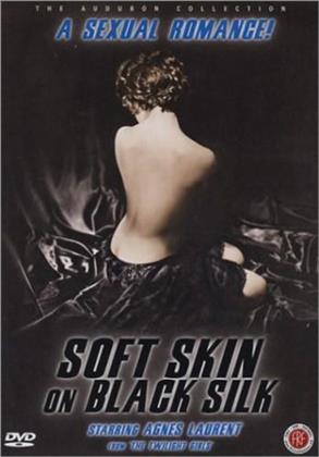 Soft skin on black silk (n/b)