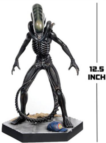 Alien & Predator - Alien & Predator Mega Xenomorph