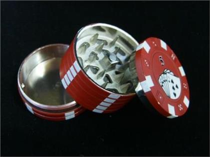 Metallgrinder Mit Sieb - Stapel Pokerchips Rot