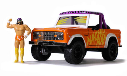 1:24 1973 Ford Bronco W/Macho Man Figure